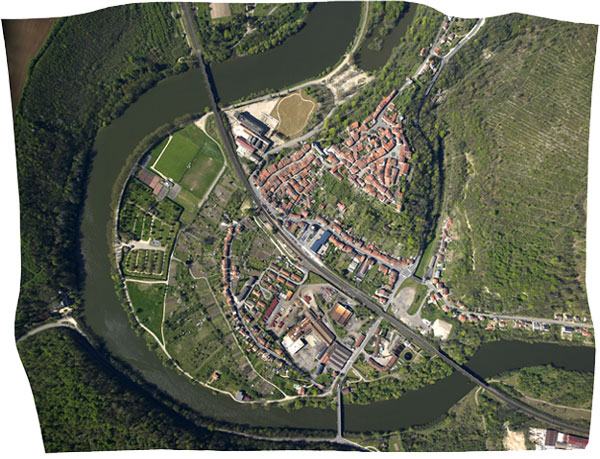 Photo aérienne verticale redressée (orthophoto)