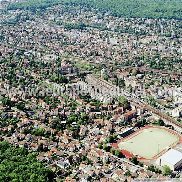 L 39 europe vue du ciel photos a riennes de viroflay 78220 for Piscine viroflay