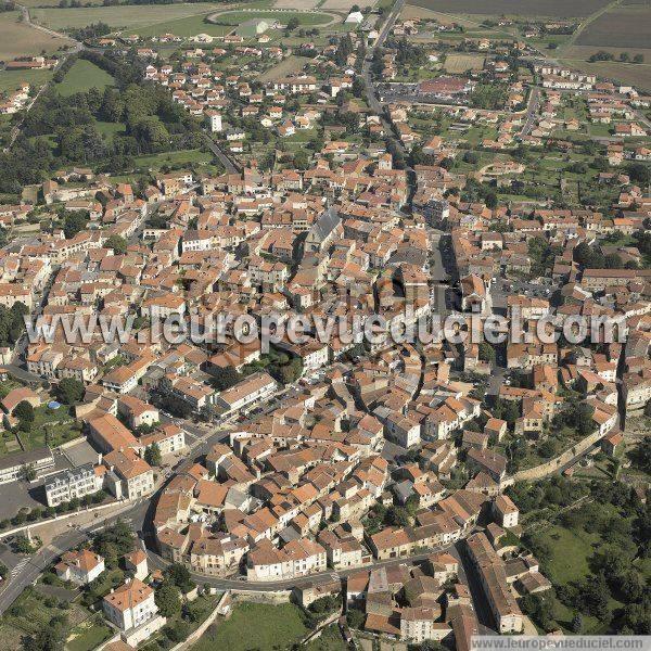 L 39 europe vue du ciel photos a riennes de vic le comte for Piscine vic le comte