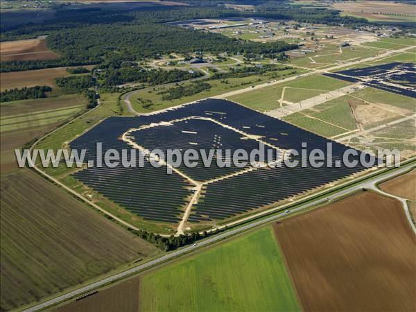 photos a riennes de centrale photovoltaique l 39 europe vue du ciel. Black Bedroom Furniture Sets. Home Design Ideas