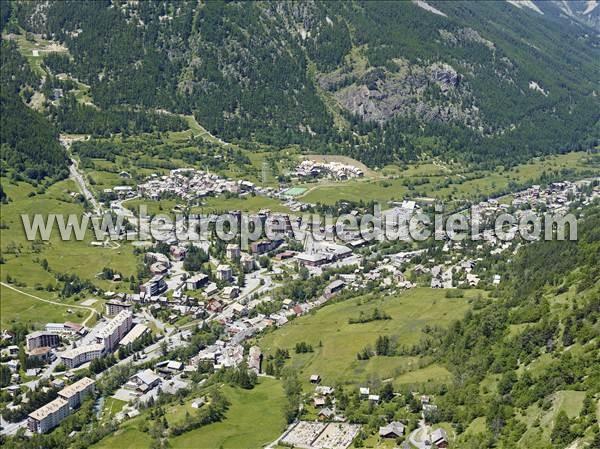 L 39 europe vue du ciel photos a riennes de la salle les - La salle les alpes office du tourisme ...